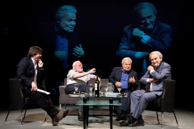 Významné osobnosti evropské kultury Werner Lambersy, Nedim Gürsel a Michel Deguy se sešly v diskuzi Být pánem znamená určovat význam slov, kterou moderoval Denis Molčanov. C Petr