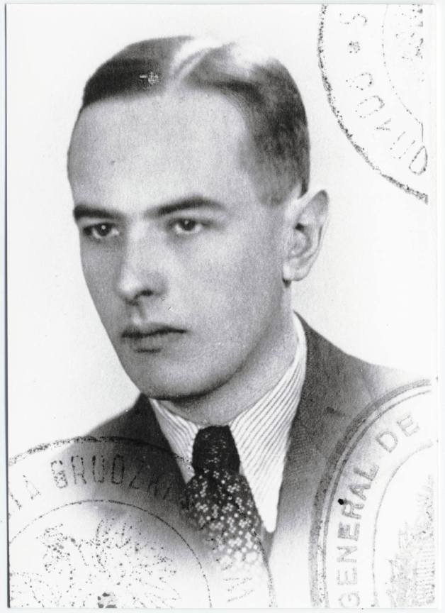 Witold_Gombrowicz_Polish_passport