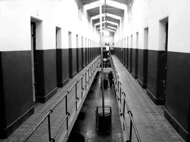 1280px-End_of_the_world_prison