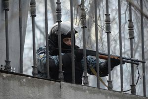 Interior_troops_officer_holding_a_gun_pointed_at_the_line_of_protesters,_Dynamivska_str._Euromaidan_Protests._Events_of_Jan_19,_2014